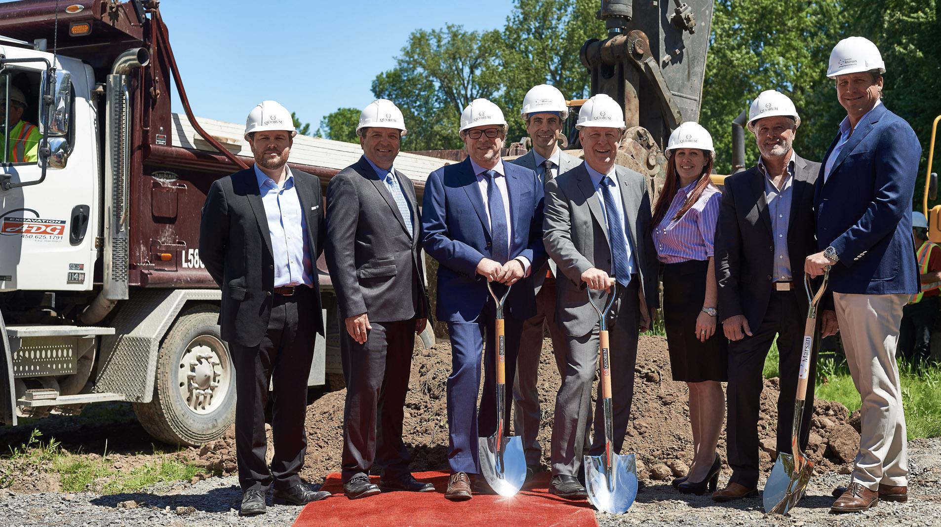 La première pelletée de terre du projet L | L à Laval-sur-le-Lac